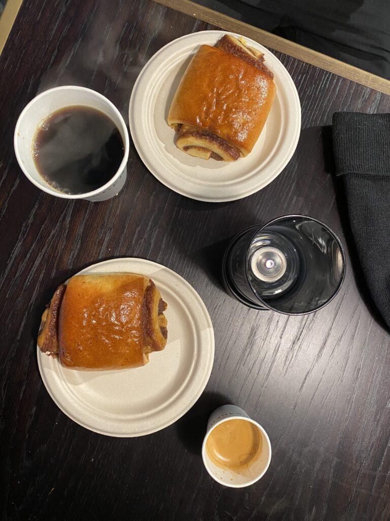 Café et Kanelgiffel à Copenhague