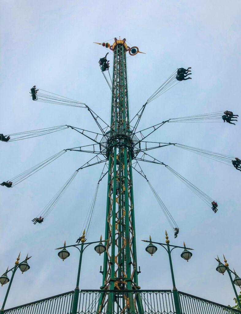 Les Jardins de Tivoli, l'un des plus vieux parcs d'attractions au monde au coeur de Copenhague 😍 1