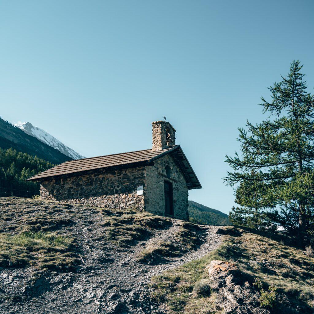 Chapelle Saint Roch près du Lac de Siguret à Serre-Ponçon